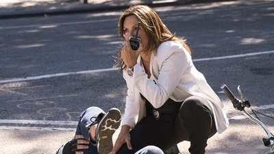 Law & Order: Special Victims Unit 20x01 : Man Up- Seriesaddict